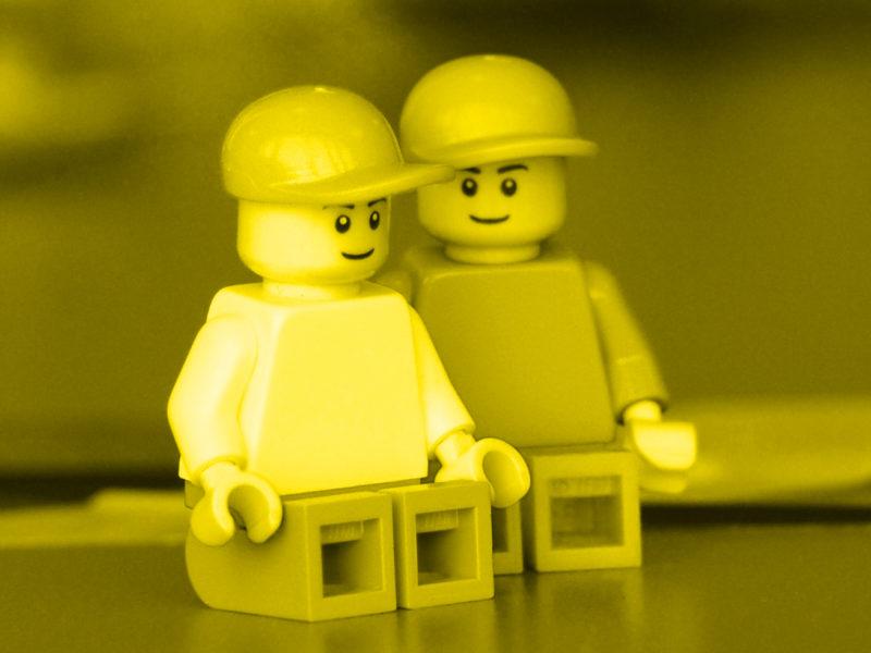 Lego Figuren mit Kappe | Manuel Grassler - LEGO Serious Play Facilitator & Experte für Veränderungsprozesse